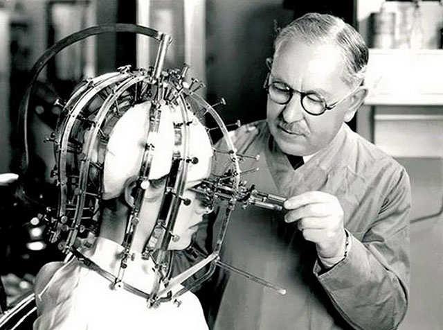 1930-Max-Factor-makyaj-makinesi