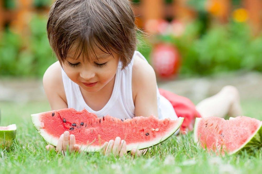 Yaz Aylarında Çocuklar Nasıl Beslenmeli?
