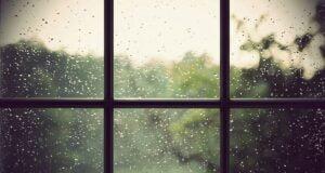 Camdaki Yağmur Lekesi Nasıl Çıkar?