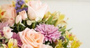 Çiçeklerin Canlı Kalması için Yapabileceğiniz 8 Şey